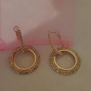 pretty crystal earrings.nwot.**$3 deal